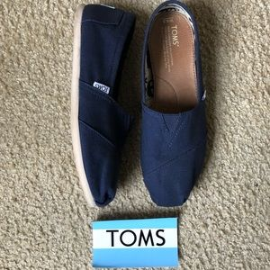 Toms • navy blue shoes